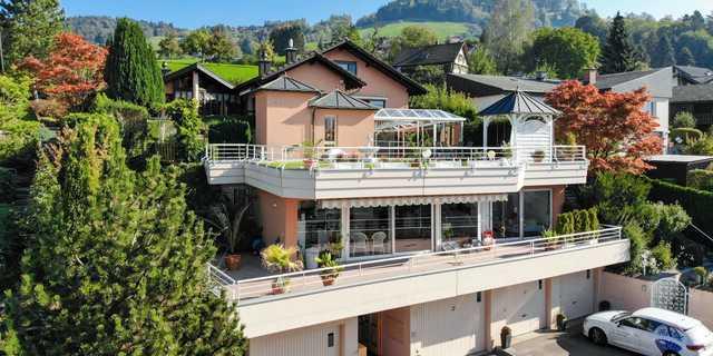 Einzigartiges Anwesen mit traumhafter Sicht auf den Zürichsee