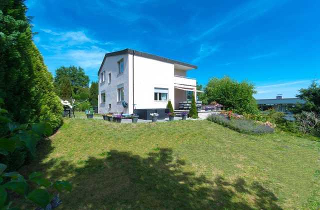 Einfamilienhaus freistehend mit grossem Landanteil in ruhigem Quartier gelegen